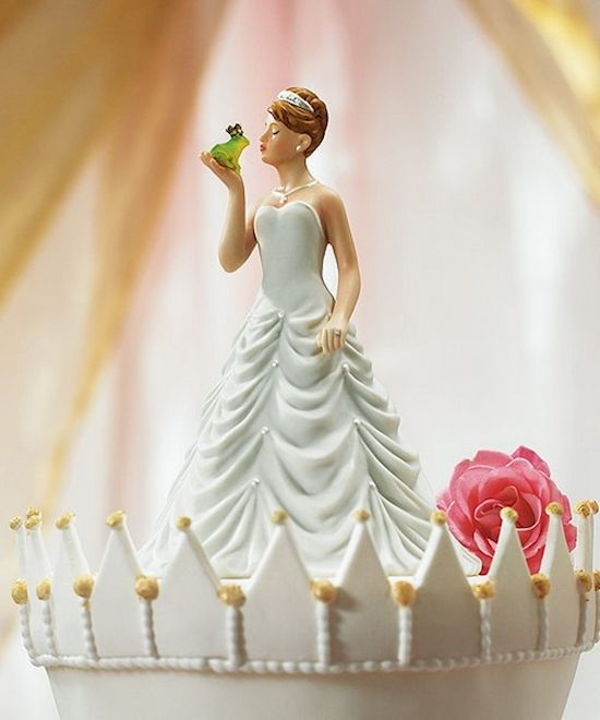 Cake yang memperlihatkan seorang putri yang akan mencium kodok ditangannya. Konon setelah di cium oleh sang putri, Si Kodok akan berubah menjadi sosok pangeran yang tampan. Dongeng banget deh!