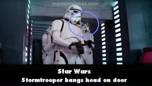 Star Wars Hayoo..penggemar film Star Wars, kalian sadar nggak kalau ada satu scene saat salah satu Stromtrooper kepalanya kejedot pintu? Hehehe..