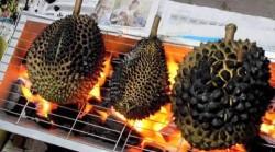 Durian bakar? ð???ð??? Toasted MusangKing Ada yg sudah pernah makan? Rasanya enak gak yha? ð???