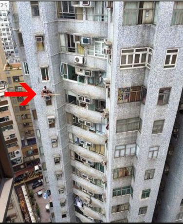 Nih orang gak takut apa ya berdiri kayak gitu dipinggir gedung?