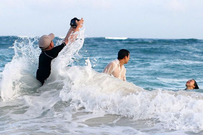 Awas Hanyut tuh pengantin, ombaknya Gedee banget ya bro