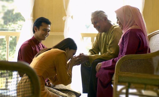 Waktu yang Tepat Tiap keluarga punya tradisi berbeda-beda. Tanyakan pada pasangan kapan waktu yang tepat untuk berkunjung. Pilih waktu dimana keluarga berkumpul saat santai dan tidak kelelahan setelah seharian beraktivitas.