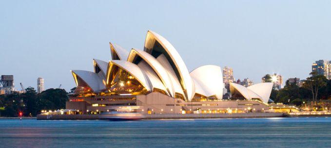 3. Australia Di negeri Kanguru, jumlah iklan anti rokok sangat tinggi. Pihak berwenang mengetahui pentingnya lingkungan yang bersih, dapat membuat mayoritas wisatawan dan masyarakat setempat lebih betah, sehingga kawasan bebas asap rokok sangat dihormati.