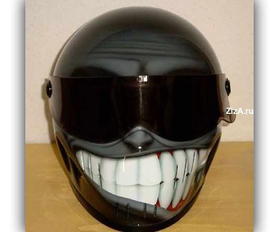 Ouw! Kalau helm yang ini desain catnya alien nyengir hehe...