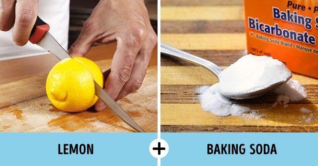 Membuat Kemeja Putih Menjadi Lebih Putih Caranya : Tuangkan 1 sendok makan (0.35 oz) baking soda langsung ke daerah bernoda. Potong lemon menjadi 2 lalu sikat sisi yang dipotong itu ke atas bagian yang bernoda tadi. Biarkan selama 15 menit, lalu cuci seperti biasa dengan air hangat. Catatan : Cara ini sering digunakan untuk menghilangkan noda ketiak kuning pada kemeja putih. Kamu juga bisa membuat pasta dari baking soda dan perasan lemon, kemudian gosokkan pada daerah yang terkena noda untuk membersihkannya.