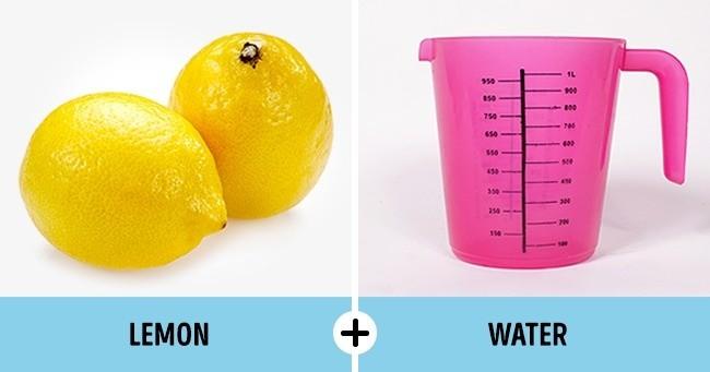 Pemutih Alami Caranya : Potong lemon menjadi 2 dan masukkan kedalam semangkuk air (kurang lebih 1L). Rendam pakaian putih, lalu diamkan selama 40 menit. Setelah itu, cuci seperti biasa. Catatan : Lemon adalah buah yang bisa dimanfaatkan sebagai pembersih noda pada pakaian dan tidak merusak kain.
