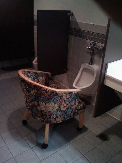 Nah, tempat buang air dikasi kursi kaya gini emang bener-bener bisa berfungsi ya?! Gimana menurutmu Pulsker??