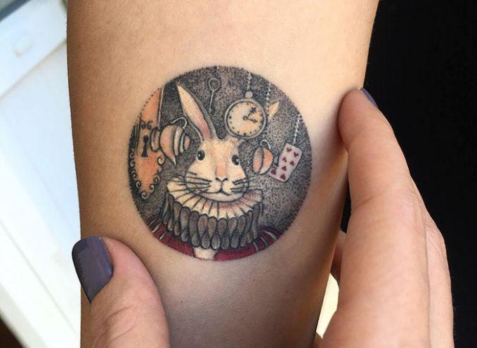 Tatto Kartun Berbentuk Kelinci yang Lucu.