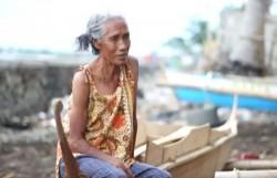 Di Usia Tuanya, Nenek Ini Masih Menyelam Demi Cari Koin