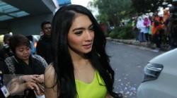 Cerai Dari Suami, Benarkah Angel Karamoy Mualaf?