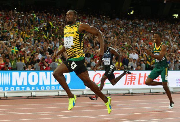 Pulsker ada yang bisa nebak tinggi Bolt ini berapa? Tingginya 65 atau 195.58cm loh Pulsker! Dengan tinggi tersebut Bolt lebih tinggi daripada kebanyakan pelari, dan mampu berlari 100 meter dengan langkah yang lebih sedikit. Bolt hanya memerlukan kira-kira 41 langkah, sedangkan pelari lain memerlukan sekitar 45 langkah. Langkahnya jadi lebih lebar daripada pelari umumnya.