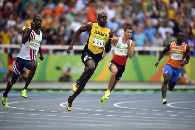 Bolt memang sangat baik di 100 meter, tapi ternyata 200 meter sebenarnya jarak favorit dan terkuatnya loh Pulsker. Di 200 meter Bolt selalu terbaik - ia juga memegang rekor dunia di 200 meter, dengan waktu 19,19 detik. Bahkan, ketika ia memenangkan 100 meter di Beijing, ia hanya berlatih untuk perlombaan itu selama kurang dari satu tahun. Ga cuma larinya aja yang kenceng, persiapannya juga!