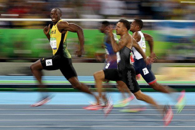 Dia sebenarnya memutuskan untuk memilih 100 meter karena ia tidak suka berlari di jarak yang lebih jauh. Dia awalnya seorang pelari 200 meter, dan pelatihnya ingin memiliki dia berlari 400 meter. Mereka membuat taruhan bahwa jika Bolt memecahkan rekor Jamaika 200 meter di tingkat nasional pada tahun 2007, ia bisa menjalankan 100 meter, dan ga akan pernah harus melakukan 400 meter. Bolt memecahkan rekor dari 19,86 dengan waktu 19,75. Dia tidak pernah menjalankan 400 meter, dan ia menambahkan 100 meter ke gudang senjatanya. Dia menjadi cukup bagus dalam 100 meter sejak itu. Keren ya Pulsker!