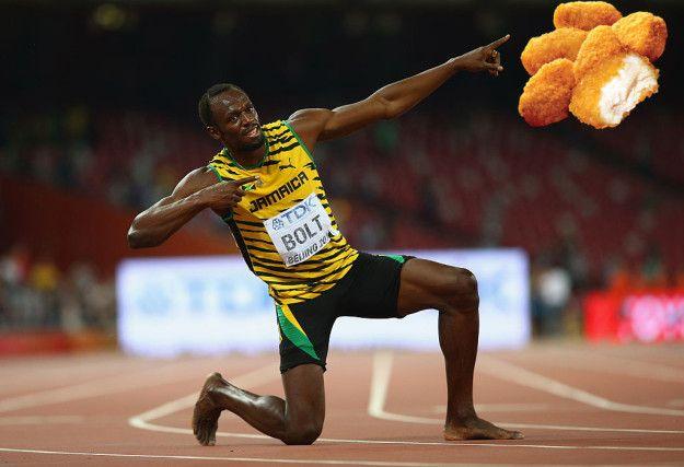 Dia saat ini menjalankan diet ketat, tapi itu ga selalu terjadi. Saat di Olimpiade Beijing 2008, ia makan 1.000 Chicken McNuggets. Dalam otobiografinya 'Faster Than Lighting', Bolt mengatakan ia awalnya hanya makan 20, tetapi saat permainan berlangsung, ia meningkatkan asupan McNugget menjadi 100 per hari. Wah itu sih banyak banget ya Pulsker.