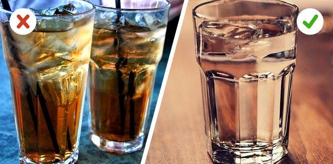 Berhentilah mengkonsumsi minuman yang mengandung kalori Kamu harus berhenti mengkosumsi minuman yang mengandung kalori seperti minuman soda, jus dan teh manis. Dan jika kamu melakukannya secara rutin, berat badanmu bisa turun sekitar 22kg dalam 3 bulan. Ternyata tanpa kamu sadari, dalam sehari kamu bisa meminum sekitar 2000 kalori perhari..WOW!