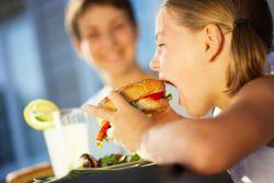 WOW!! Mengejutkan, saat Burger Cepat Saji dicerna di lambung kita