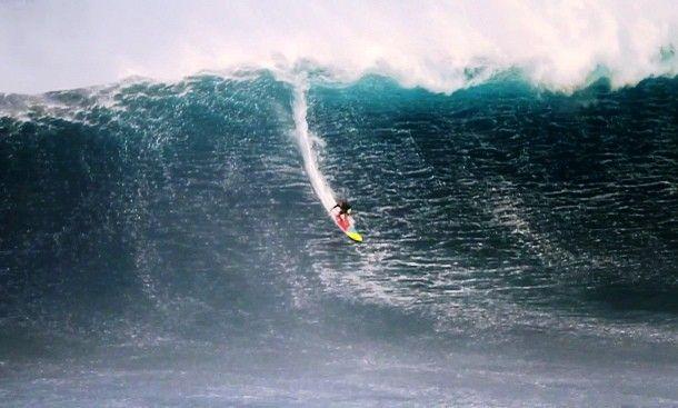 Garret Mc Namara yang berasal dari Amerika adalah seorang peselancar profesional yang biasa menerjang ombak besar dan ekstrim. Pada tahun 2013 lalu dia berhasil memecahkan rekor dunia setelah berhasil melewati gelombang ombak setinggi 30 meter (100 kaki) di pantai Nazare, Portugal.