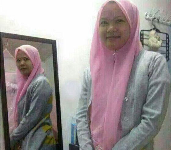 Cermin Hantu juga bisa muncul lewat cermin. Nggak percaya? Foto ini contohnya Pulsker, wanita ini berfoto membelakangi cermin, tapi pantulan fotonya bukannya punggung tapi wajahnya yang berbalik..hiii