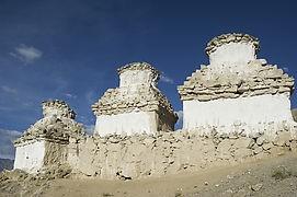 Sanxingdui adalah peradaban yang terlupakan selanjutnya. Perdaban ini muncul di jaman perunggu yang berkembang di daratan Cina pulsker. Sanxingdui ditemukan pertama kali tahun 1929. Kemudian disusul penggalian tahun 1986 dan ditemukan kompleks patung ukiran batu giok dan perunggu yang berukuran lebih dari 2 meter. Juga ditemukan topeng-topeng yang menyerupai wajah manusia pulsker.