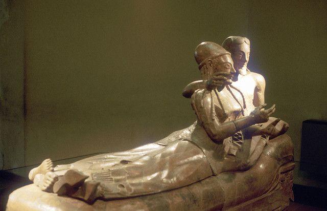Peradaban yang terlupakan lainnya adalah Bell Beaker. Peradaban ini hidup sekitar tahun 2800 hingga 1800 sebelum masehi. Peradaban ini ditemukan pertama kali saat penggalian 154 makam dari peradaban ini di wilayah Republik Ceko. Menurut legenda, peradaban ini juga memiliki andil dalam pembangunan Stonehenge yang terkenal itu pulsker.