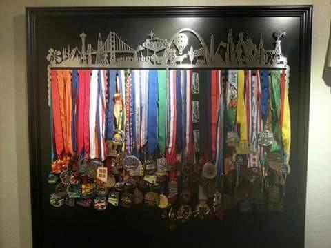 Punya banyak medali dan bingung menatanya? 11 foto ini dapat.