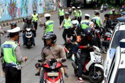 """Ayo Di Baca Ternyata Polisi tidak Berhak Menilang Kendaraan yang Pajaknya """"Mati"""" !!"""