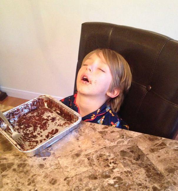 Tidur setelah makan. Ini sih namanya kekenyangan hehe.
