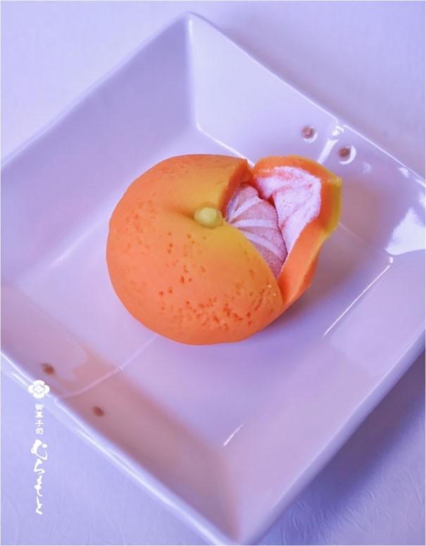 Kue Jeruk Kue ini selain berbentuk seperti jeruk dari luar sampai dalamnya, ternyata rasanya juga rasa jeruk loh Pulsker.
