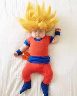10 Bayi Ini Didandani Bak Cosplay Saat Mereka Tidur