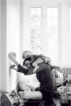 9 Foto Ini Menunjukkan Bahwa Tidak Mudah Menjadi Seorang Ayah