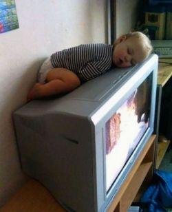 Jadi Balita Itu Bebas, Bisa Tidur Dimana Saja...Ini Buktinya !!