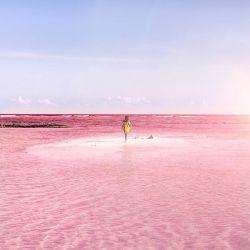 Keren, Laguna Ini Berwarna Pink!