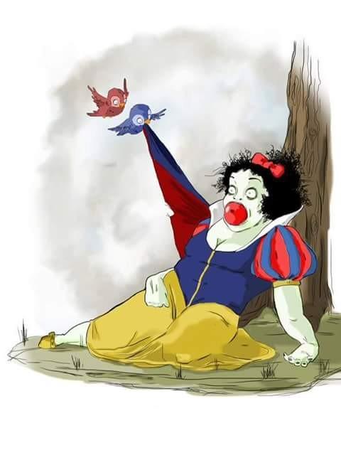 Begitu juga dengan sosok putri salju yang jadi tokoh favorit anak-anak dalam dongeng. Putri salju digambarkan sebagai sosok putri yang cantik jelita, baik hati dan tidak sombong. Putri ini ditemani oleh 7 kurcaci yang membantunya sehari-hari. Hmmm, tapi putri salju yang ini kok aneh dan menyeramkan begini ya pulsker?. Anak-anak malah jadi takut.