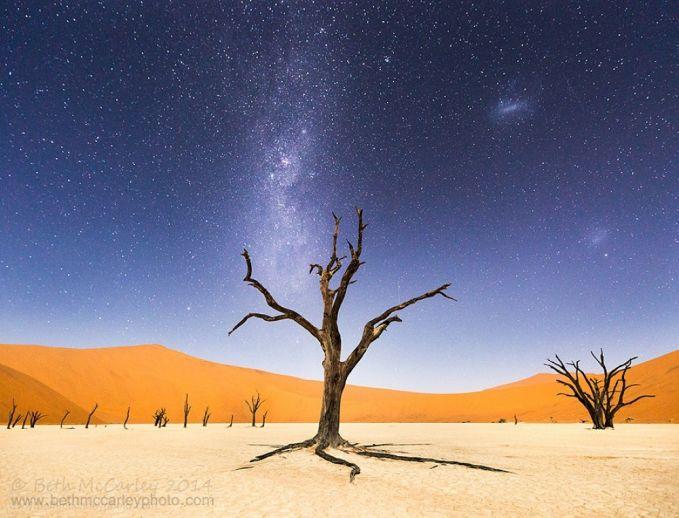 Penampakan Gurun Namib bertabur bintang di Afrika.