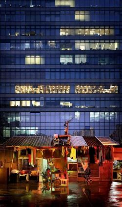 Dibalik Gemerlapnya Hongkong, Ternyata Masih Ada Apartemen Seperti Ini