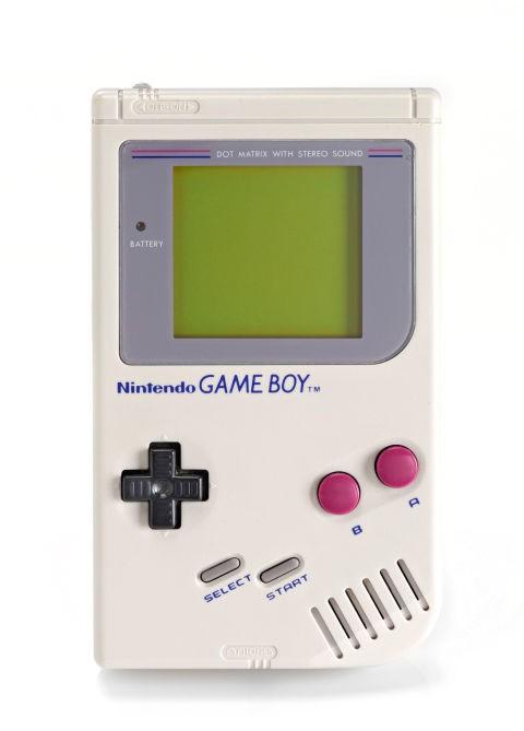 Nintendo Game Boy Selain gamebot, Nintendo Game Boy adalah gadget yang paling diinginkan anak 90an jaman dulu. Kalau udah punya game ini rasanya udah gaul banget Pulsker. Kamu pernah punya juga nggak yang kaya gini?