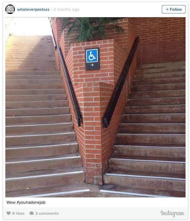 Nah lho, jalan ini seharusnya untuk orang yang menggunakan kursi roda, tapi kenapa malah tangga semua ya?