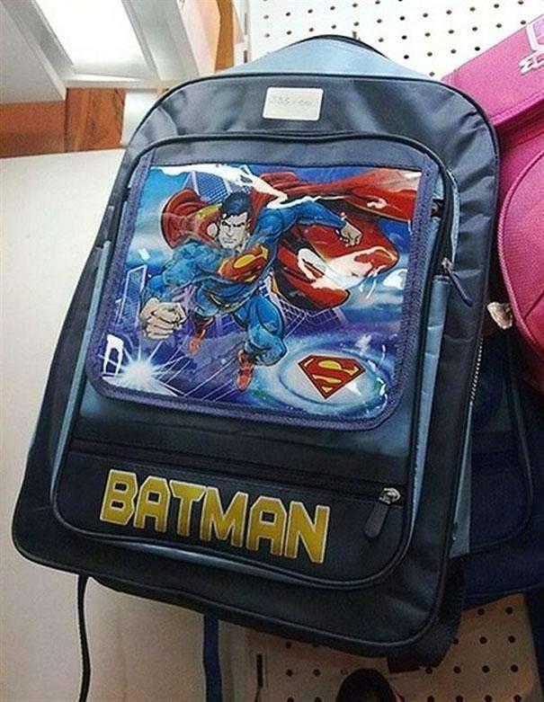 Tas ini juga bikin kita bingung ya Pulsker, gambarnya Superman tapi tulisan dibawahnya Batman..mana nih yang bener??