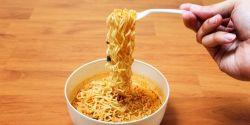 Sering Makan Mie Instan Bisa Bikin Kamu Terkena 6 Penyakit Berbahaya Ini Lho!