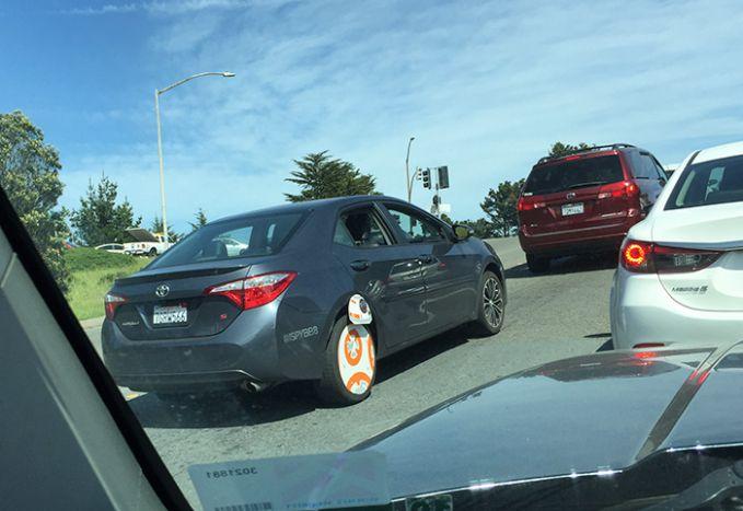 Satu lagi velg kreatif, Velg berbentuk BB-8! Penggemar Star Wars harus banget ganti velg-nya jadi kaya gini nih!