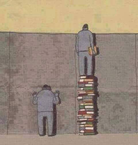 Isilah kehidupan kita dengan pengetahuan. Karena dengan pengetahuan kita dapat melihat sesuatu diluar sana. Dengan pengetahuan pula kita mendapatkan pengalaman. Dan dari pengalaman itu membuat kita tidak terjebak dibalik tembok yang gelap saja pulsker. Begitulah makna karikatur ini pulsker.