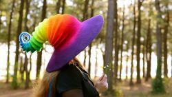 7 Topi Nenek Sihir Gaya Baru Ini Keren Banget
