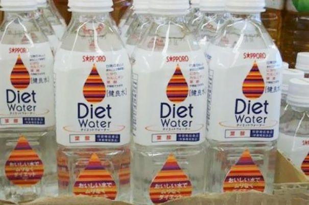 Air minum khusus untuk kamu yang berdiet nih Pulsker! Mungkin air minum lainnya kebanyakan kalori atau lemak.