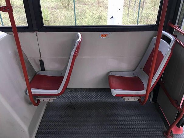 Dijamin pewe banget kalo duduk di kursi yang satu ini, ga akan deh rebutan sama penumpang yang lain.