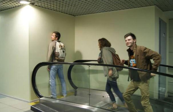 Eskalator ke mana nih ya? Mungkin menuju dunia Harry Potter.