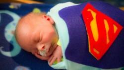 Bayi-bayi Pejuang Ini Diberi Kostum Superhero Pada Saat Halloween
