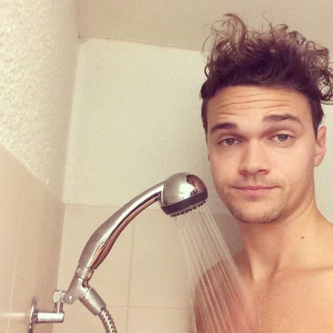 Ini yang kamu rasakan saat kamu mandi dan ternyata tinggi badanmu melebihi showernya. Jadi ngerasa mandi dirumah kurcaci ya Pulsker.