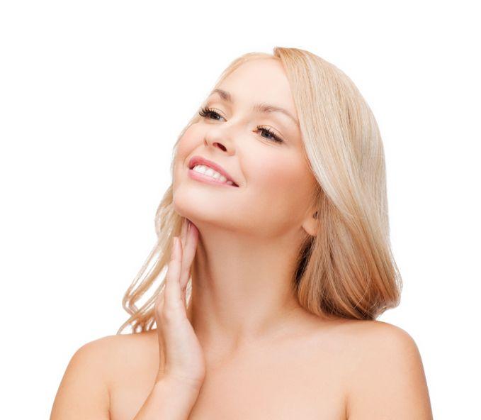 Selanjutnya ada kulit di sekitar leher yang cepat menua nih. Walaupun tidak setipis mata atau bibir, kulit disekitar leher masih tergolong tipis pulsker. Leher pula rentan terhadap keadaan dari luar, seperti terkena sinar matahari. Apalagi kalau tidak terawat, bakal cepet menua pulsker.