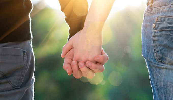 Bagian tubuh lainnya yang cepat mengalami penuaan adalah tangan. Hal ini tidak mengherankan ya pulsker mengingat tangan bagian tubuh yang bekerja paling keras dalam sehari-hari pulsker.