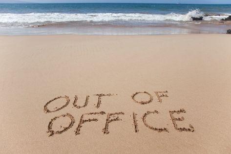 Selain fokus hal yang terpenting adalah lupakan sejenak tentang kerjaan kita. Lupakan tentang deadline, lembur, bos kalian yang galak dan urusan kantor lainnya. Nikmatilah hari istimewa kalian saat liburan.